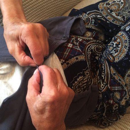 Oma will Motten fangen